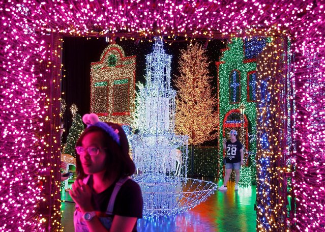 People tour a Christmas attraction featuring a display of more than 800,000 light bulbs in Universal Studios Singapore December 12, 2016. (Photo by Edgar Su/Reuters)
