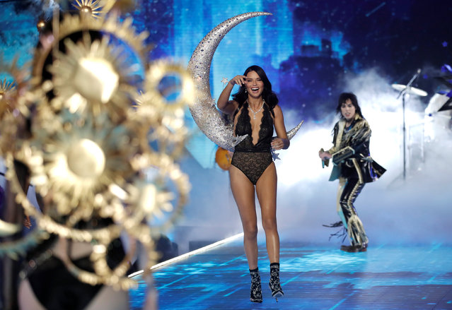Singer Luke Spiller performs as model Adriana Lima presents a creation during the 2018 Victoria's Secret Fashion Show in New York City, New York, U.S., November 8, 2018. (Photo by Mike Segar/Reuters)