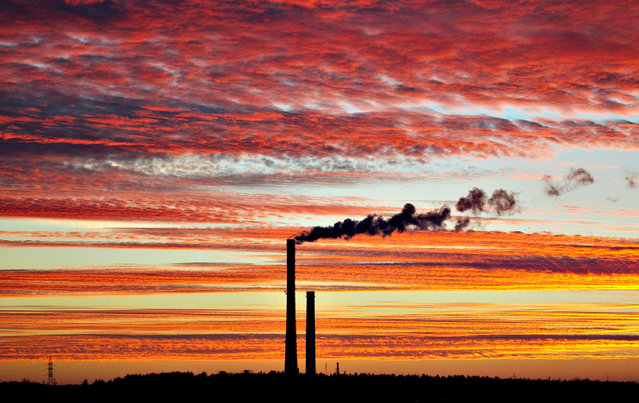 Smoke rises from the chimney stalk of a gas-fired power station after sunset on the outskirts of Minsk, November 18, 2013. (Photo by Vasily Fedosenko/Reuters)