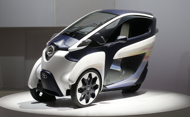 Toyota Motor Corp's Toyota i-Road is seen at the 43rd Tokyo Motor Show, November 20, 2013. (Photo by Yuya Shino/Reuters)