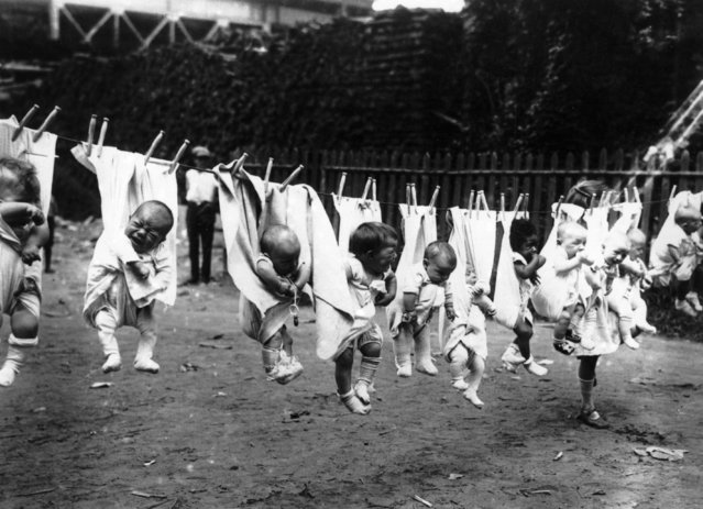 Babies hung out on a washing line, 3rd March 1925. (Photo by Topical Press Agency/Getty Images)