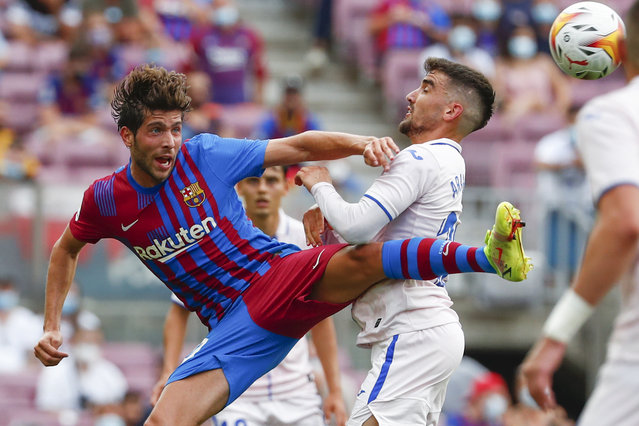 Barcelona's Sergi Roberto, left, and Getafe's Mauro Arambarri vie for the ball during the Spanish La Liga soccer match between Barcelona and Getafe, at the Camp Nou stadium in Barcelona, Spain, Sunday, August 29, 2021. (Photo by Joan Monfort/AP Photo)