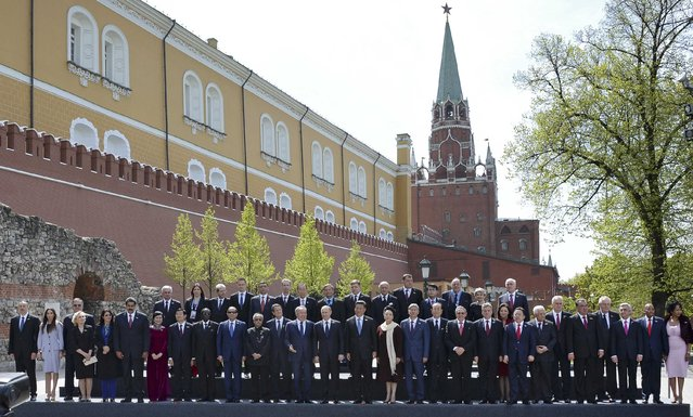 Russian President Vladimir Putin (C), delegation heads and honorary guests pose for a picture in the Alexander Garden on the Victory Day in central Moscow, Russia, May 9, 2015. (Photo by Reuters/Host Photo Agency/RIA Novosti)