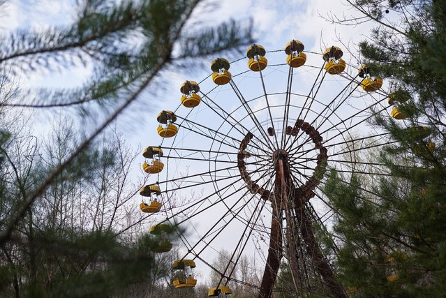 A view shows the amusement park in the Pripyat, near the Chernobyl nuclear power plant in the Exclusion Zone, Ukraine, April 5, 2017. (Photo by Vitaliy Holovin/Corbis via Getty images)