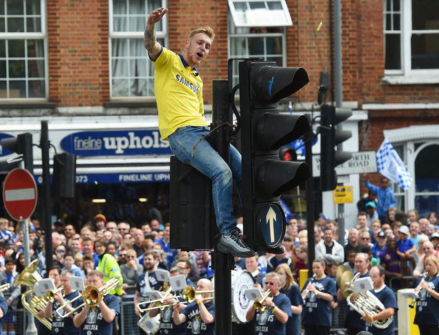 A Chelsea fan sits on top of traffic lights during the Barclays Premier League Winners Parade in London on May 25, 2015. (Photo by Alan Walter/Action Images via Reuters)