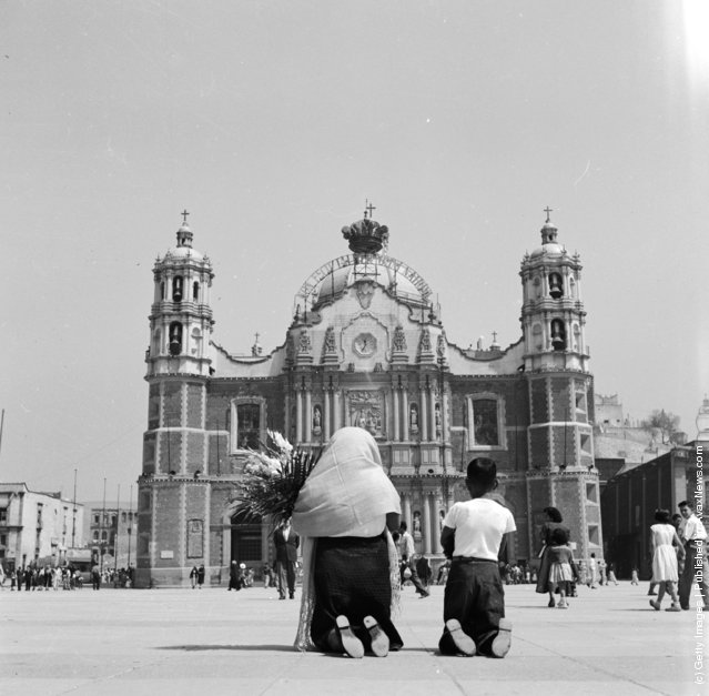 1950: Pilgrims on their knees in front of the shrine to Our Lady of Guadalupe in Guadalupe Hidalgo, Mexico