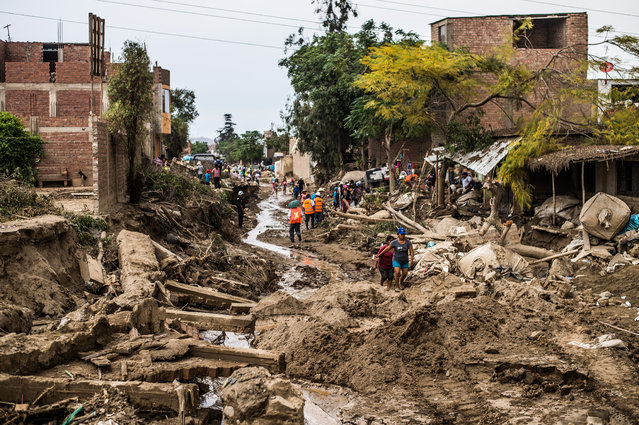 A view of the damage caused by flash floods in Huachipa district, east of Lima, on March 19, 2017. El Nino-fuelled flash floods and landslides hit parts of Lima, where most of the water distribution systems have collapsed due to unusual heavy seasonal downpours and people are facing drinking water shortages. (Photo by Ernesto Benavides/AFP Photo)
