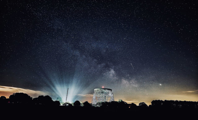 Shooting stars and the Milky Way are seen over the Lovell telescope at Jodrell Bank Observatory in Cheshire, Macclesfield, England on May 2, 2019. The Lovell telescope was the world's largest steerable dish radio telescope, 76.2 metres (250 feet) in diameter when it was constructed in 1957. It is now the third largest in the world. (Photo by Peter Byrne/PA Wire Press Association)