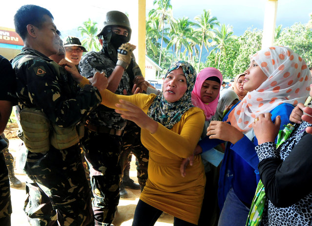 Supporters of local candidate scuffle with government soldiers involve in military operations to deliver ballot counting machines in Madalum town, Lanao del Sur, southern Philippines May 6, 2016. (Photo by Froilan Gallard/Reuters)