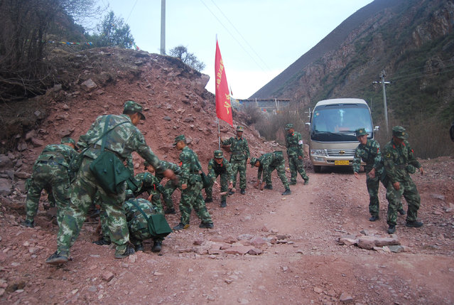 Paramilitary policemen remove rocks after an earthquake injured over 60 people in Chamdo, Tibet Autonomous Region, China, May 11, 2016. (Photo by Reuters/Stringer)