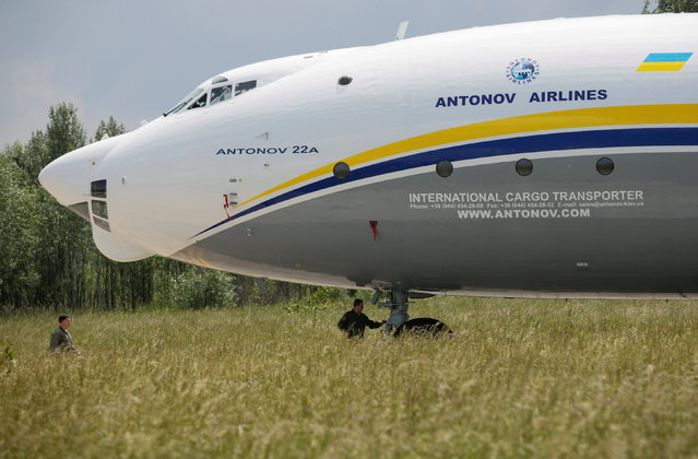 """An Antonov An-22A """"Antei"""" (Antheus), believed to be the world's largest turboprop powered aircraft, is seen on the tarmac of the Antonov aircraft plant before the first demonstration flight after the plane's renovation in Kiev, Ukraine, May 30, 2016. (Photo by Valentyn Ogirenko/Reuters)"""