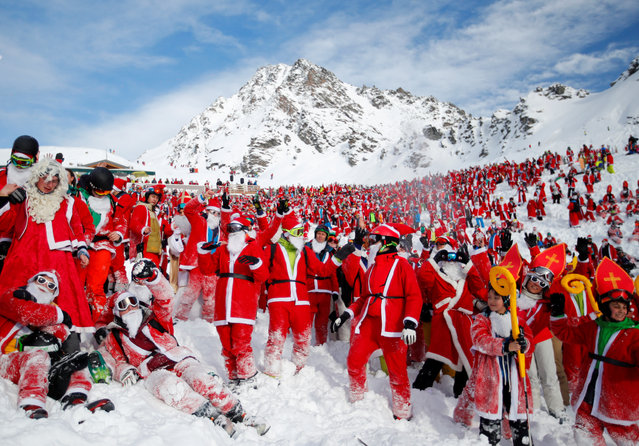 People dressed as Santa Claus enjoy the snow during the Saint Nicholas Day at the Alpine ski resort of Verbier, Switzerland on December 2, 2017. (Photo by Denis Balibouse/Reuters)