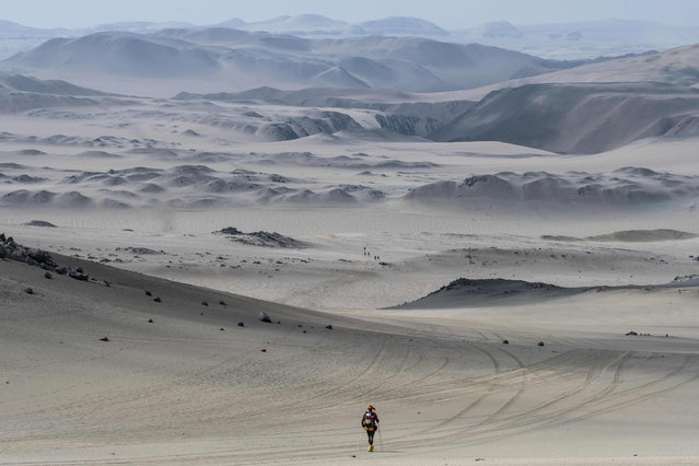 Competitors take part in the second stage of the first edition of the Marathon des Sables Peru between Coyungo and Samaca in the Ica Desert on November 29, 2017. Competitors compete in the race of approximately 250 kms, which is divided into six stages through the Ica Desert at a free pace and in self-sufficiency conditions from November 28 to December 4, 2017. (Photo by Jean-Philippe Ksiazek/AFP Photo)