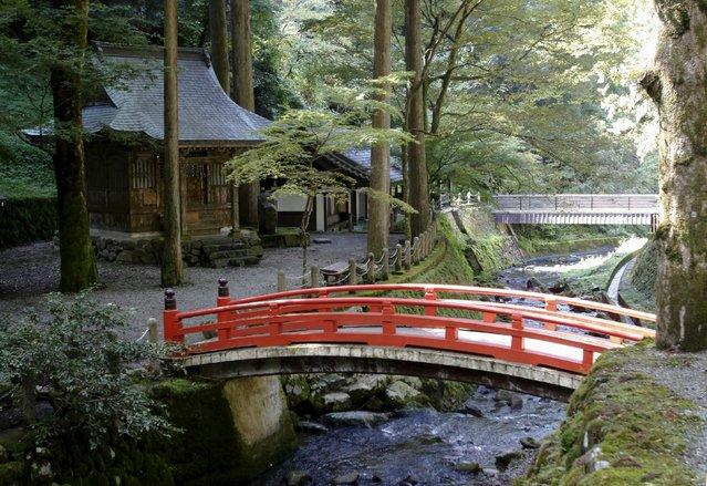Bridges over the Eiheiji river are pictured at the Eiheiji temple in Eiheiji town, Fukui prefecture, October 14, 2015. Picture taken  October 14, 2015. (Photo by Junko Fujita/Reuters)