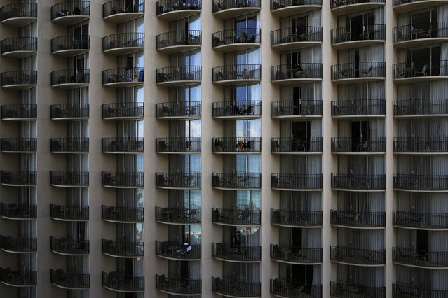 The sky and ocean are reflected in the windows of the Outrigger hotel in the Waikiki district of Honolulu, Hawaii December 29, 2015. (Photo by Jonathan Ernst/Reuters)