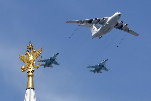 An Il-78 Midas air force tanker and Su-34 bombers fly in formation during the Victory Day parade above Red Square in Moscow, Russia, May 9, 2015. (Photo by Grigory Dukor/Reuters)