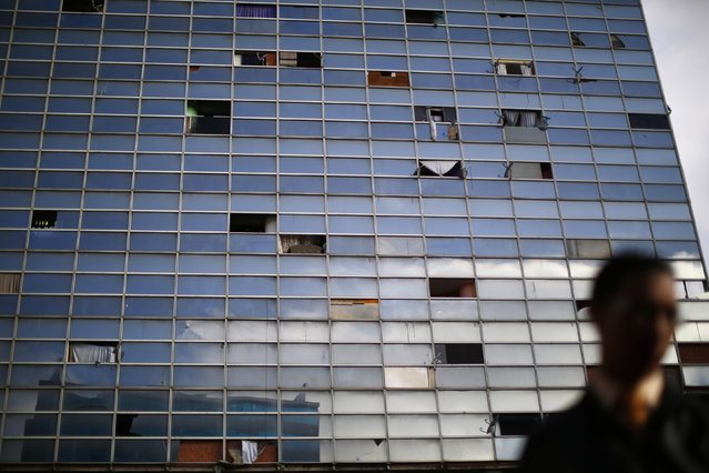 """A skyscraper known as the """"Tower of David"""" is seen in Caracas February 5, 2014. (Photo by Jorge Silva/Reuters)"""