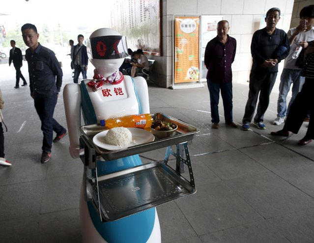A robot works as a waitress for a restaurant in Xi'an, Shaanxi Province, China, April 20, 2016. (Photo by Reuters/Stringer)