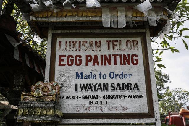 A street sign shows the location of Wayan Sadra's workshop on April 14, 2014 in Sukawati, Gianyar, Bali, Indonesia. (Photo by Putu Sayoga/Getty Images)