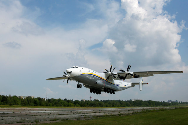 """An Antonov An-22A """"Antei"""" (Antheus), believed to be the world's largest turboprop powered aircraft, takes off from the tarmac of the Antonov aircraft plant before the first demonstration flight after the plane's renovation in Kiev, Ukraine, May 30, 2016.  REUTERS/Valentyn Ogirenko"""