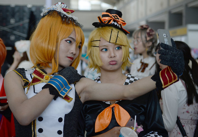 Cosplay fans attend the Animation Comic Games (ACG) Culture Festival in Xi'an, capital of northwest China's Shaanxi Province, May 28, 2017. The festival kicked off on Saturday, attracting lots of cosplay fans. (Photo by Liu Xiao/Xinhua)