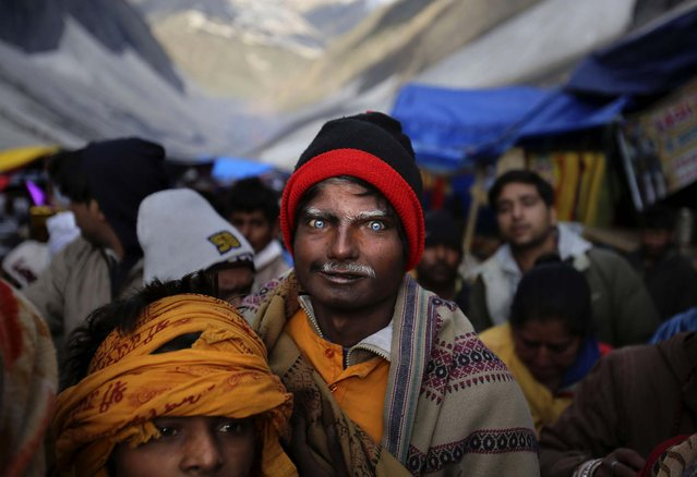 Pilgrims line up to enter the Amarnath cave
