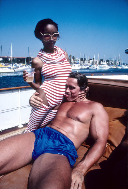 Austrian Bodybuilder and actor Arnold Schwarzenegger has some fun at a party on a yacht in Marina Del Rey in September 1979 in Los Angeles, California. (Photo by Michael Ochs Archives/Getty Images)