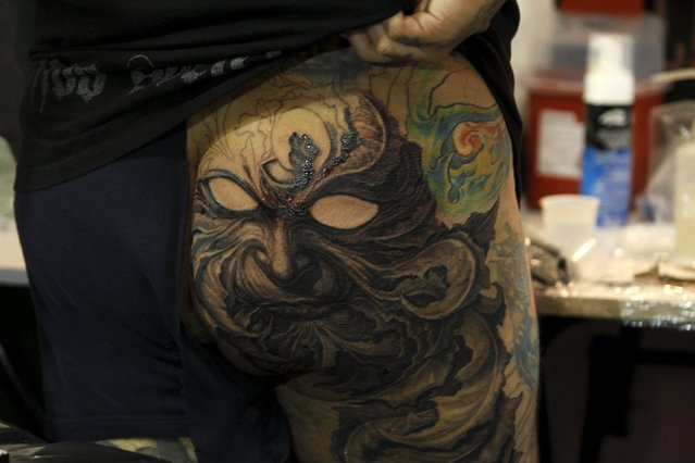 Tattoo artists work on a piece during the Cali Tattoo Festival in Cali, Colombia, September 13, 2015. (Photo by Jaime Saldarriaga/Reuters)
