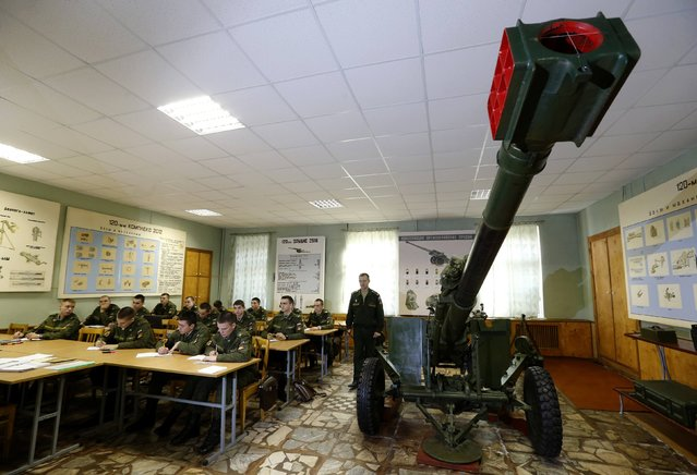 Cadets study at the Mikhailovskaya Military Academy of Artillery in St. Petersburg, October 24, 2014. Members of the academy showed military equipment to students, conducted first aid trainings, acquainted them with the living conditions of servicemen during celebrations marking the Day of Conscript, according to local media. (Photo by Alexander Demianchuk/Reuters)