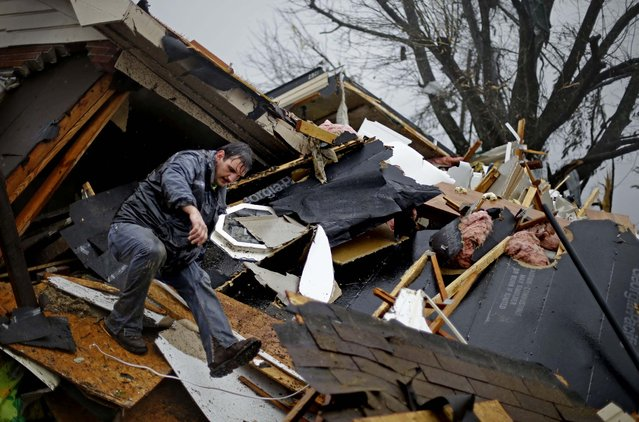 Nathan Varnes of Cartersville helps search a destroyed home for a dog in Adairsville. (Photo by David Goldman/Associated Press)