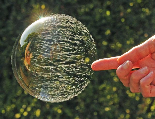 Amazing Photography Of A Bubble Bursting