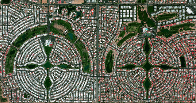 Sun Lakes, Arizona, USA is a planned community with a population of approximately 14,000 residents, most of whom are senior citizens. According to US census data, only 0,1% of the community's 6,683 households are home to children under the age of 18. (Photo by Benjamin Grant/Penguin Random House)