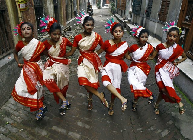 Girls perform a traditional dance in an alley during an HIV/AIDS awareness programme on the eve of World AIDS Day in Kolkata November 30, 2014. World AIDS Day is observed on December 1 every year. (Photo by Rupak De Chowdhuri/Reuters)