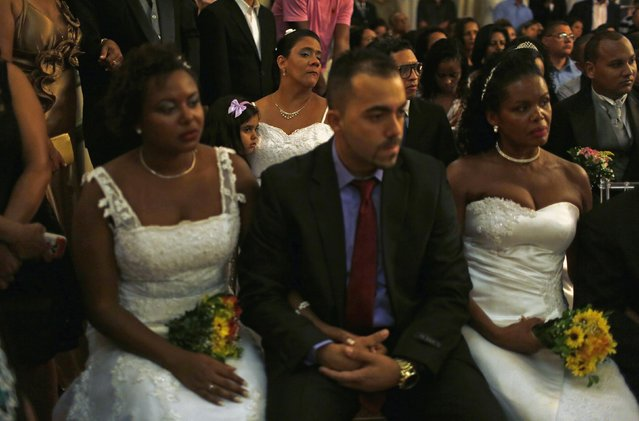Residents from Santa Marta slum attend their group wedding in Rio de Janeiro December 17, 2014. (Photo by Pilar Olivares/Reuters)