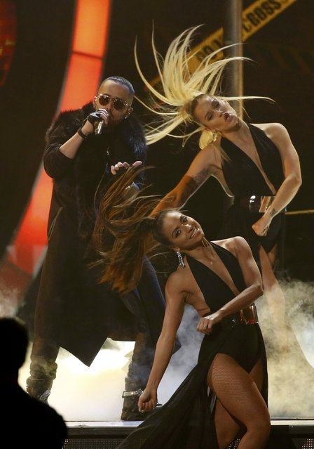 """Yandel performs """"Nunca Me Olvides"""" at the 17th Annual Latin Grammy Awards in Las Vegas, Nevada, U.S., November 17, 2016. (Photo by Mario Anzuoni/Reuters)"""