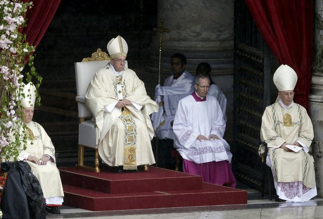 Pope Francis attends Easter mass in St. Peter's square at the Vatican April 5, 2015. (Photo by Max Rossi/Reuters)