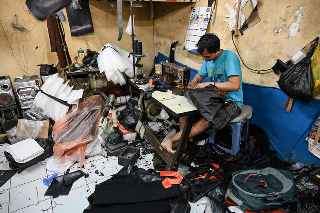 An Indonesian man works at a bag workshop in Jakarta on February 6, 2019. Indonesia posted slightly stronger economic growth in 2018, but it still fell well short of President Joko Widodo's seven percent target as elections draw closer. (Photo by Bay Ismoyo/AFP Photo)