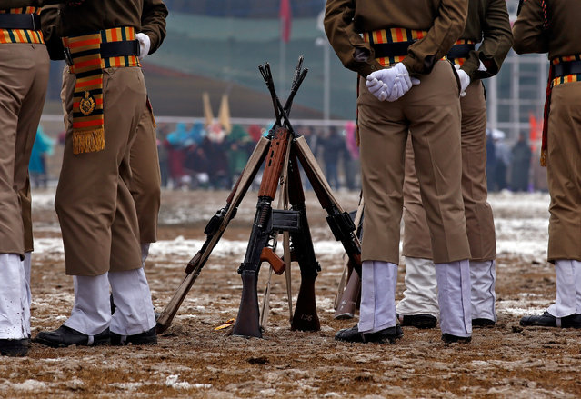 Indian policemen stand next to their rifles during a full-dress rehearsal for India's Republic Day parade in Srinagar January 24, 2017. (Photo by Danish Ismail/Reuters)