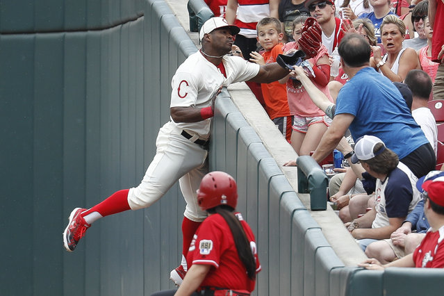 Cincinnati Reds' Yasiel Puig catches a foul ball hit by Los Angeles Dodgers' Hyun-Jin Ryu in the sixth inning of a baseball game, Sunday, May 19, 2019, in Cincinnati. (Photo by John Minchillo/AP Photo)