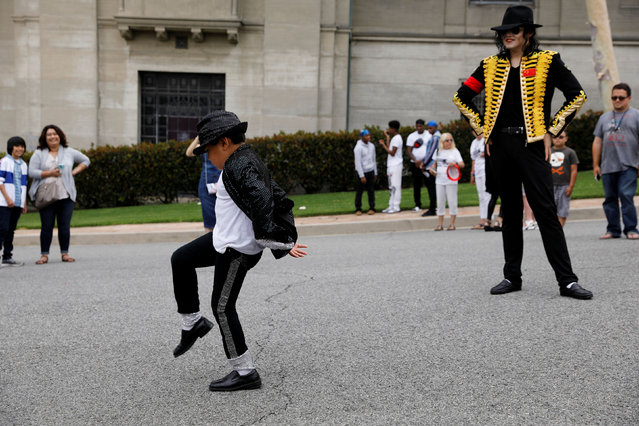 Fans gather at Forest Lawn Cemetery ten years after the death of child star turned King of Pop, Michael Jackson, in Glendale, California, U.S., June 25, 2019. (Photo by Mike Blake/Reuters)