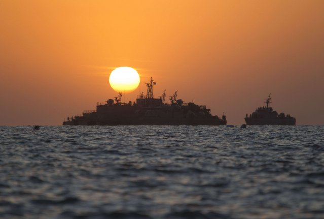 South Korean ships stage off of the coast of South Korea's Yeonpyeong Island Sunday, November 28, 2010. (Photo by David Guttenfelder/AP Photo)