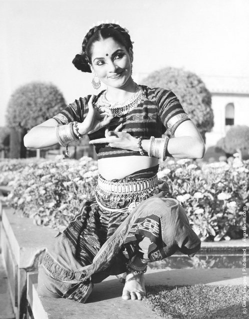 Indian classical Indrani Rahman (1930 - 1999), 22nd January 1961. The day before, she had performed for Queen Elizabeth II at the Rashtrapati Bhavan Banquet in New Delhi