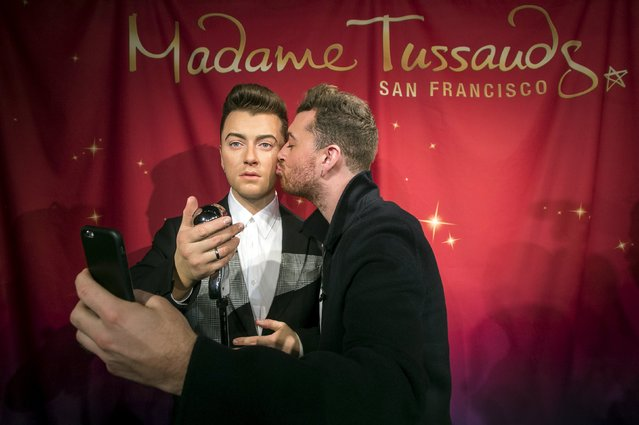 Singer Sam Smith (R) takes a selfie while unveiling his wax likeness in this handout photo from Madame Tussand's in San Francisco, California, August 10, 2015. (Photo by Reuters/Noah Berger for Madame Tussauds)