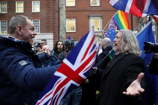 A pro-Brexit supporter (L) and anti-Brexit demonstrator interact outside Europe House on Brexit day in London, Britain on January 31, 2020. (Photo by Simon Dawson/Reuters)
