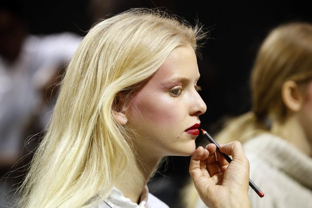 A model has her makeup done backstage before designer Hussein Chalayan Spring/Summer 2016 women's ready-to-wear collection show during the Fashion Week in Paris, France, October 2, 2015. (Photo by Charles Platiau/Reuters)