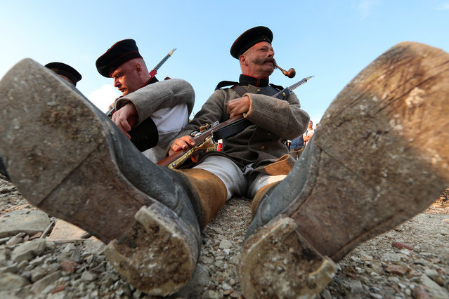 Enthusiasts participate in the historical re-enactment of the Sevastopol Fortress assault, which took place during the Crimean War of 1853-1856, at a military historical festival in Sevastopol, Crimea, September 5, 2020. (Photo by Alexey Pavlishak/Reuters)