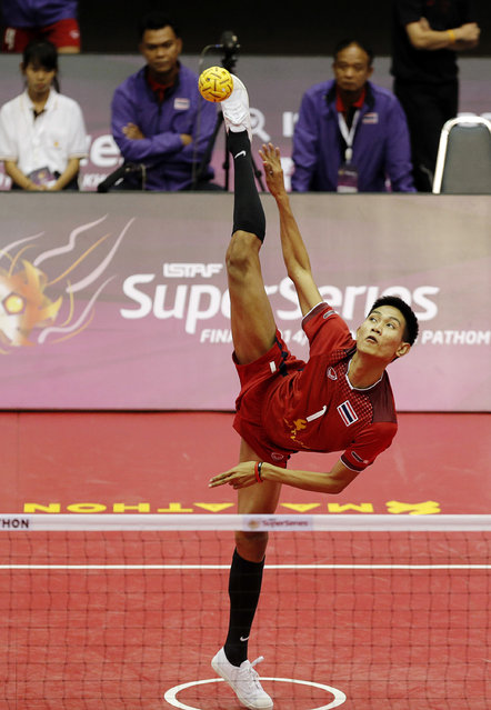 Sepak Takraw, ISTAF Super Series Finals Thailand 2014/2015, Nakhon Pathom Municipal Gymnasium, Huyjorake Maung, Nakonprathom, Thailand on October 21, 2015: Thailand's Sitting Khamchan in action against Myanmar  during their group stage match. (Photo by Asia Sports Ventures/Action Images via Reuters)