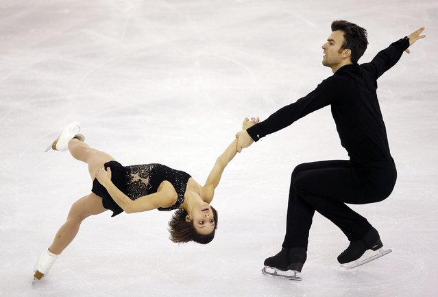 Canada's Meagan Duhamel and Eric Radford perform during the Ice Pairs free skating at the ISU Grand Prix of Figure Skating final in Barcelona December 13, 2014. (Photo by Albert Gea/Reuters)