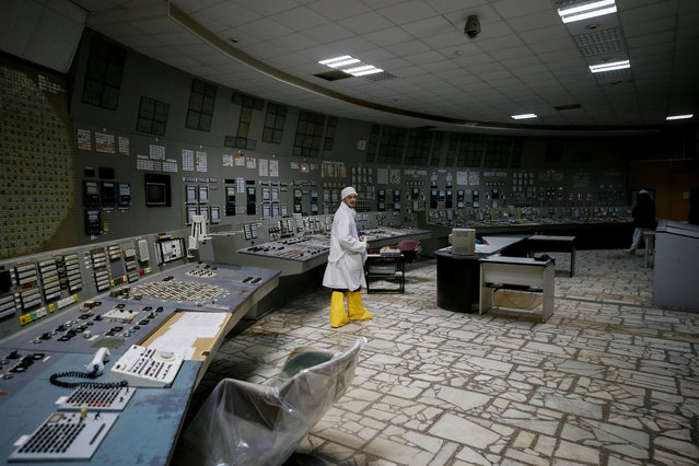 An employee walks at the control centre of the stopped third reactor at the Chernobyl nuclear power plant in Chernobyl, Ukraine April 20, 2018. (Photo by Gleb Garanich/Reuters)