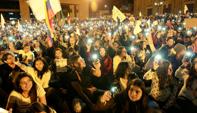 Supporters of the peace deal signed between the government and the Revolutionary Armed Forces of Colombia (FARC) rebels gather at Bolivar Square during a march for peace in Bogota, Colombia, October 20, 2016. (Photo by Felipe Caicedo/Reuters)